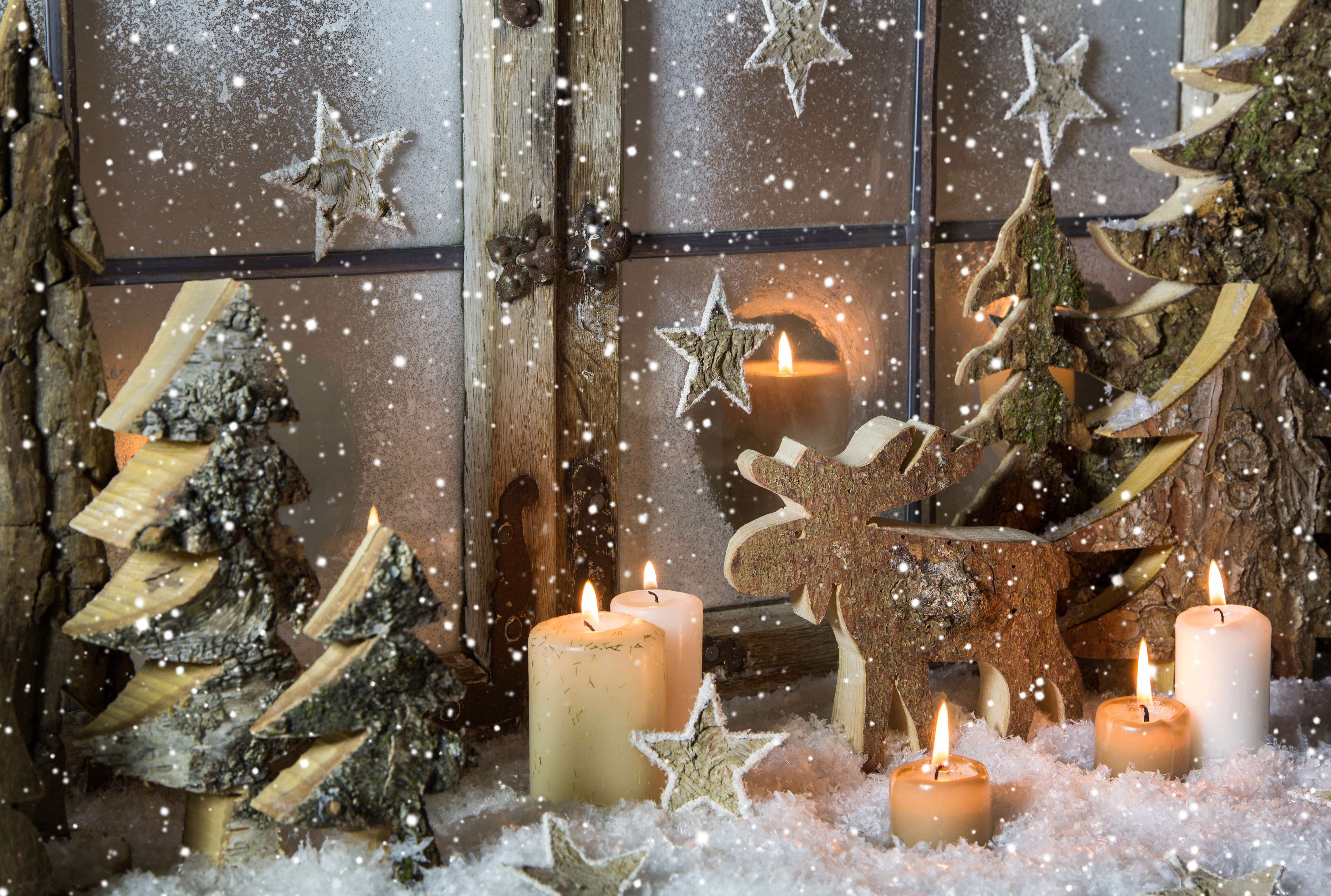 natural christmas window decoration of wood with snow - Diy Christmas Window Decorations